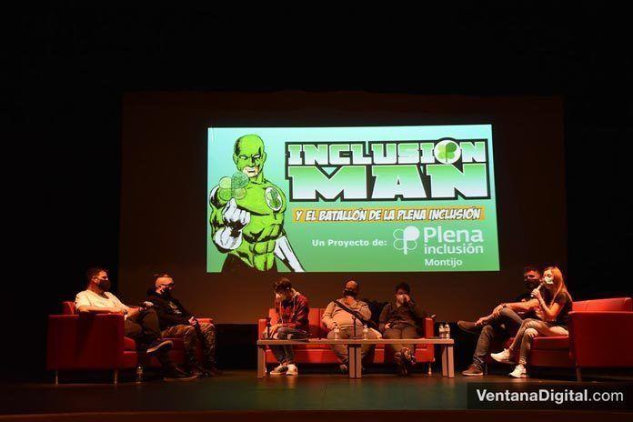 FOTOS: Presentación del Audio Cómic Inclusión Man en el Teatro de Montijo