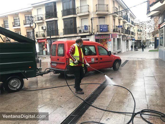 El Ayuntamiento de Montijo realiza diariamente labores de desinfección en las calles del municipio