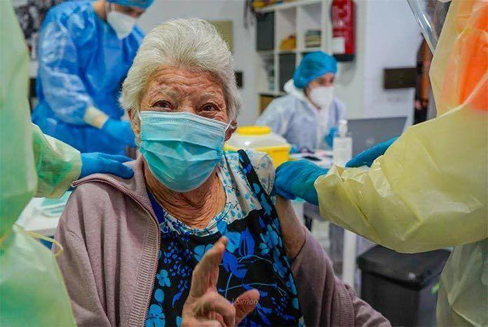 FOTOS: Vacunados contra la Covid-19 los residentes de la Residencia Virgen de Barbaño de Montijo