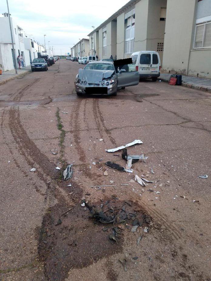 La Policía Local de Talavera la Real investiga a un conductor por negarse a someterse a las pruebas de alcoholemia tras un accidente