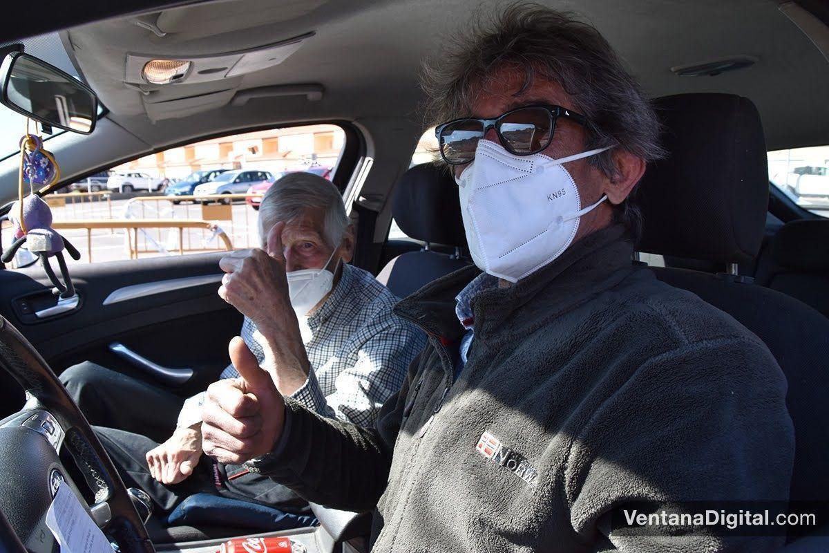 Joaquín Guzmán, montijano, tras recibir hoy la primera dosis de la vacuna (Foto: Rut GG).