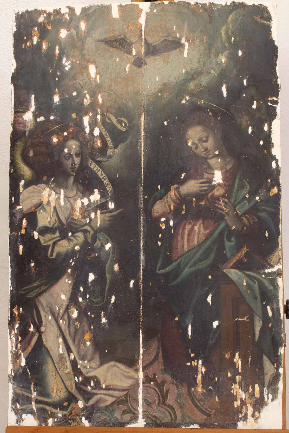 Estado de una de las pinturas del Retablo Mayor de la iglesia de Santiago en Torremayor antes de la restauración (foto: Carmen Vega)